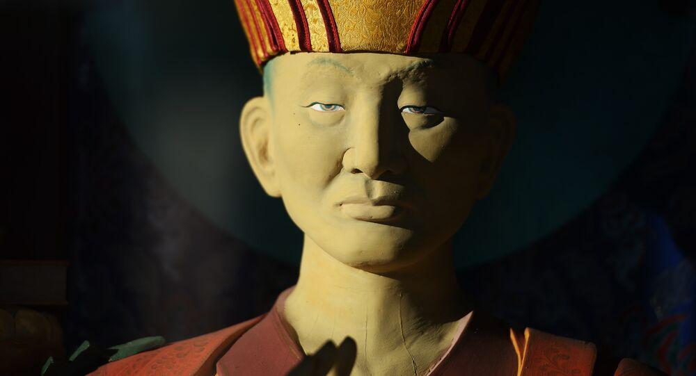Une statue du khambo lama Dachi-Dorjo Itigilov au datsan d'Ivolguinsk