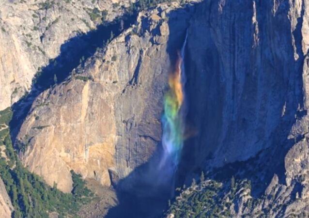 Est-ce une chute d'eau ou un arc-en-ciel?