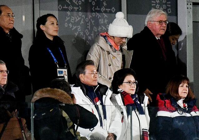 Les dirigeants de la délégation nord-coréenne pendant la cérémonie d'ouverture des Jeux olympiques de Pyeongchang
