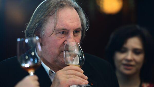 Gérard Depardieu à une dégusation de vin en Crimée - Sputnik France