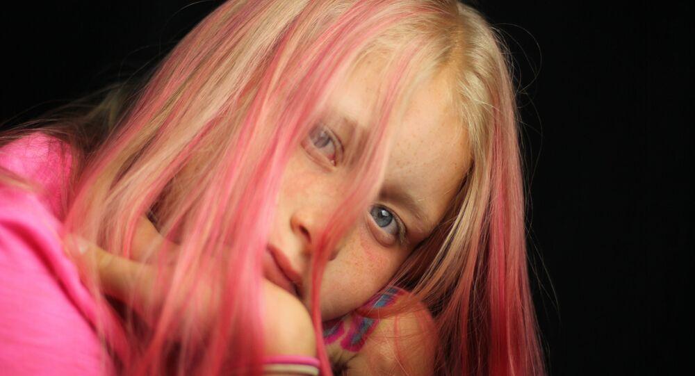 Se teindre les cheveux dans la couleur de l'iPhone pour être à la mode
