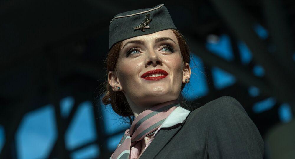 Une hôtesse de l'air. Image d'illustration