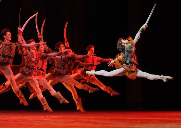 ALe danseur étoile du Bolchoï Artem Ovtcharenko