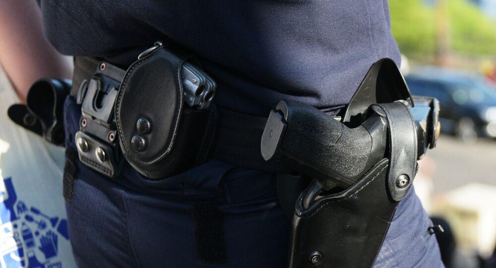 Un policier à Paris. Image d'illustration