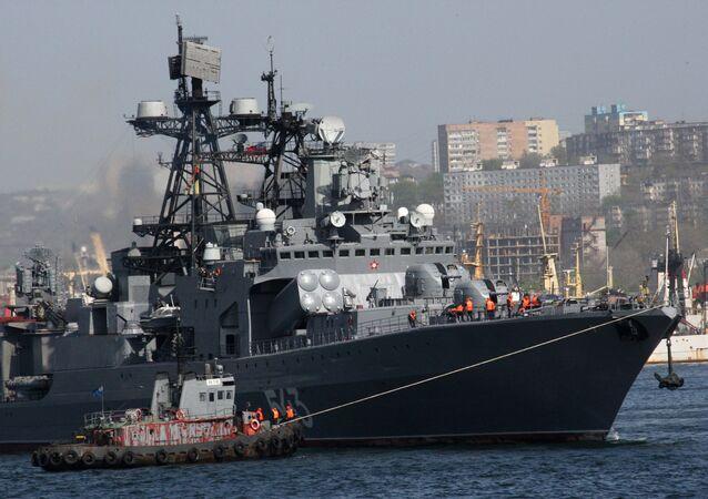Le grand navire de lutte anti-sous-marine Marchal Chapochnikov
