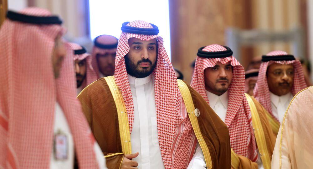Mohammed ben Salmane (deuxième à gauche)