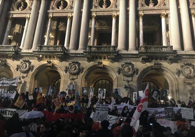8 mars: une manifestation contre la discrimination des femmes à Paris