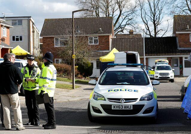 La police britannique près de la maison de Sergueï Skripal