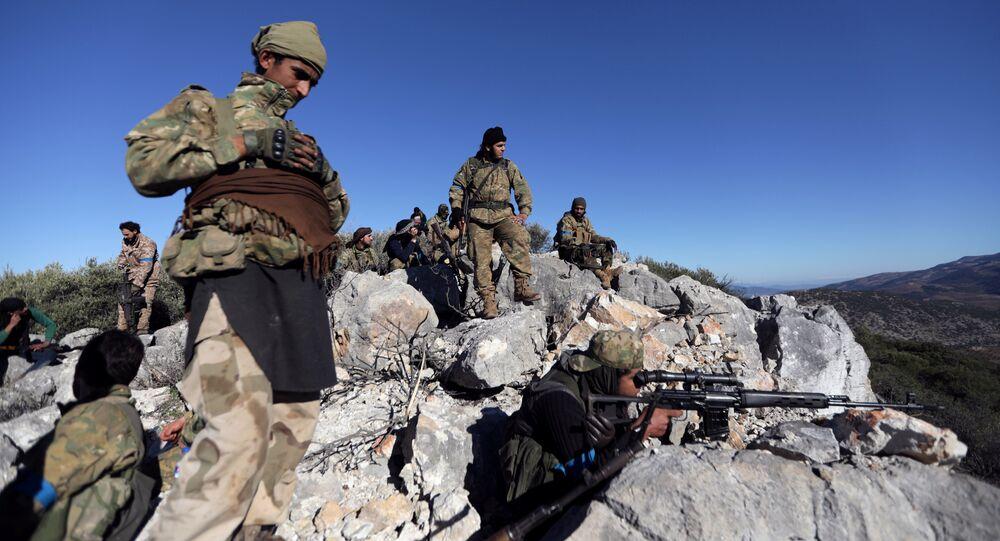 Les combattants de l'Armée syrienne libre (ASL) appuyée par l'armée turque aux environs d'Afrine