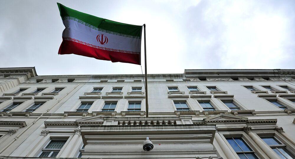 Le drapeau iranien devant l'ambassade iranienne dans le centre de Londres