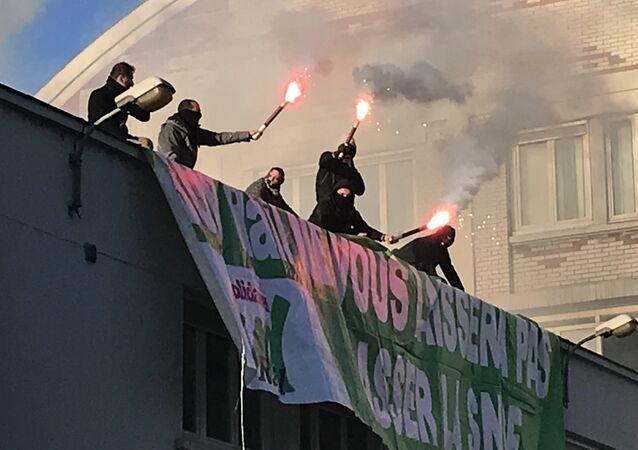Les cheminots perturbent la fête pour protester contre la réforme  de Macron, 12 mars 2018