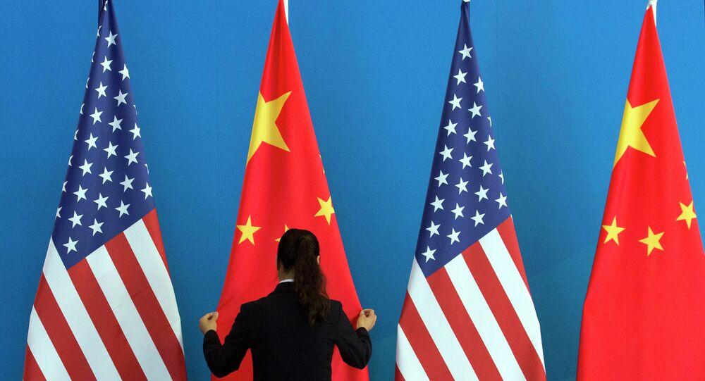 Drapeaux de la Chine et des USA