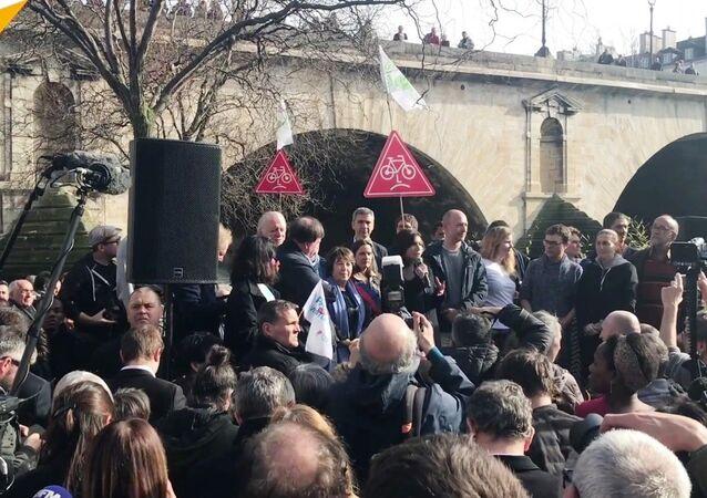 Voies sur berge, Hidalgo s'entête, des habitants la soutiennent