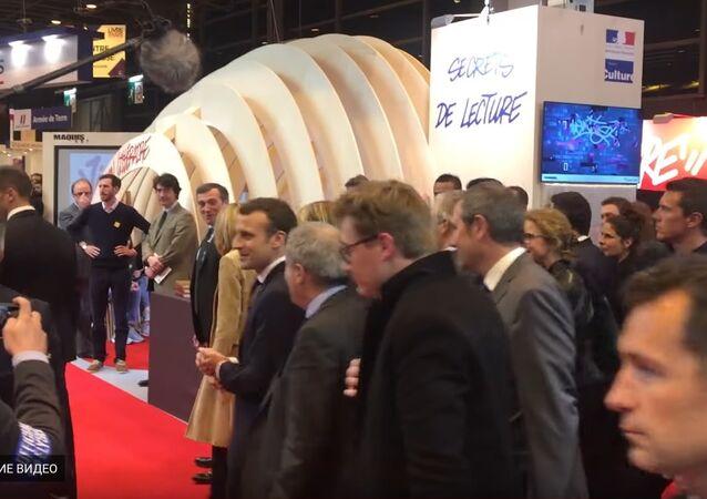 Emmanuel Macron à l'inauguration du Salon du Livre de Paris