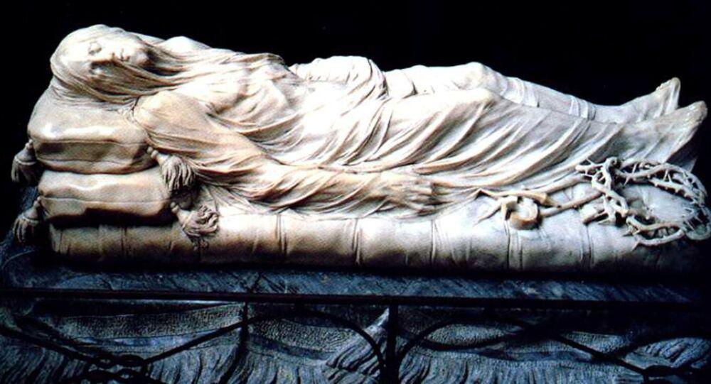 Le Christ voilé (Cristo velato) est une sculpture en marbre de Giuseppe Sanmartino, conservée à la chapelle Sansevero de Naples, en Italie. Image d'illustration