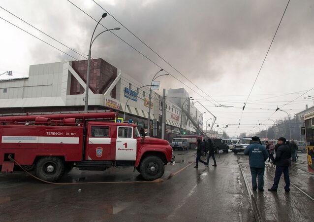 Terrible incendie dans un centre commercial en Sibérie