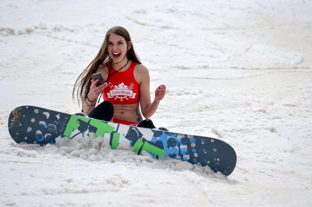 La célèbre descente en maillot de bain des pistes de la station de ski Rosa Khutor