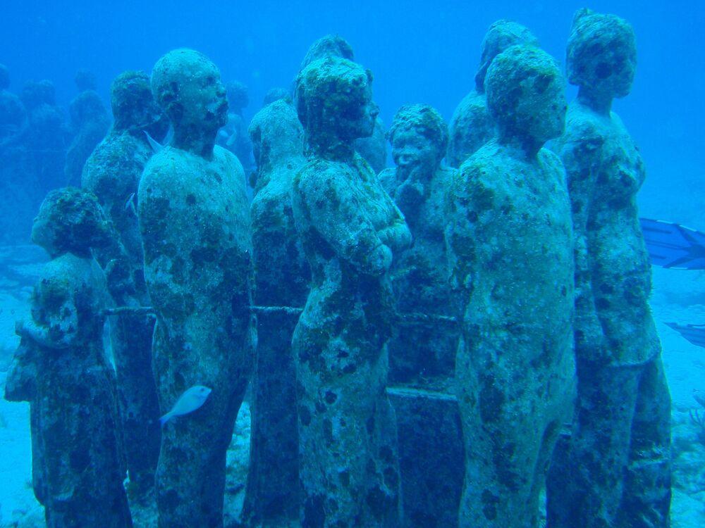 Mystérieux parc de sculptures sous-marines
