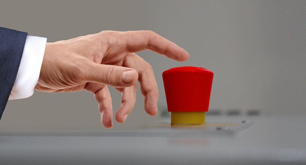 Un grand bouton rouge