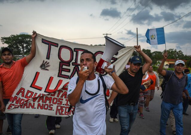 Une caravane de migrants d'Amérique centrale se dirige vers les États-Unis