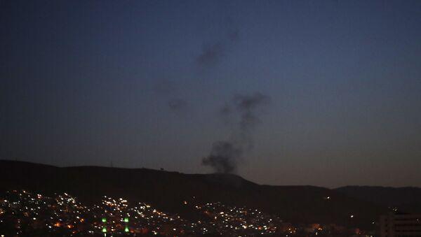 L'attaque de missiles de la coalition parée par la DCA syrienne - Sputnik France