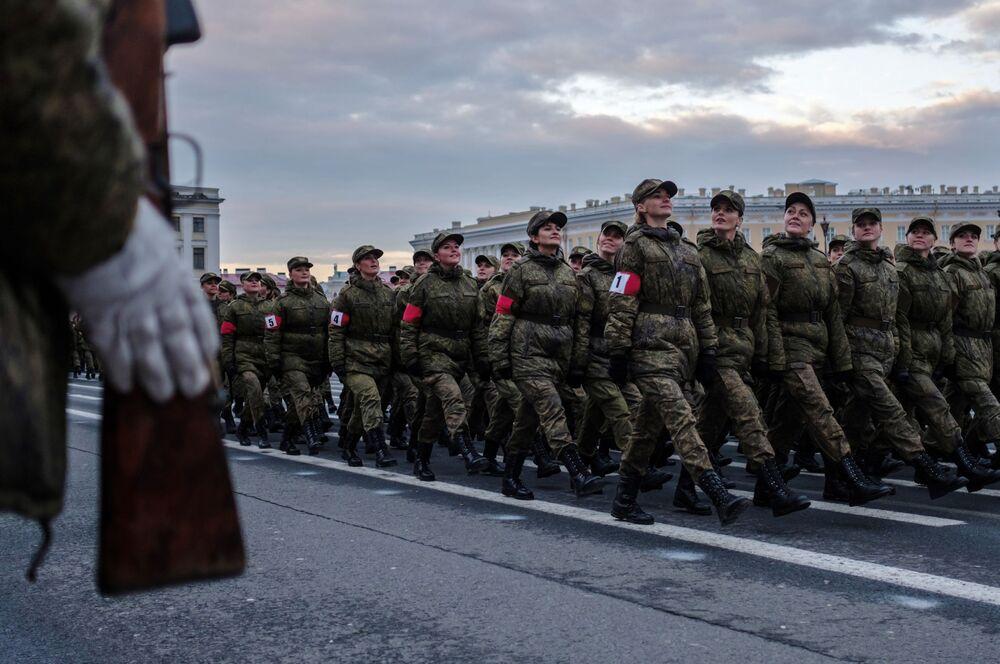 La première répétition du défilé de la Victoire à Saint-Pétersbourg