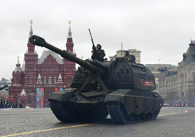 L'obusier automoteur russe de 152 mm 2S19M2 Msta-S