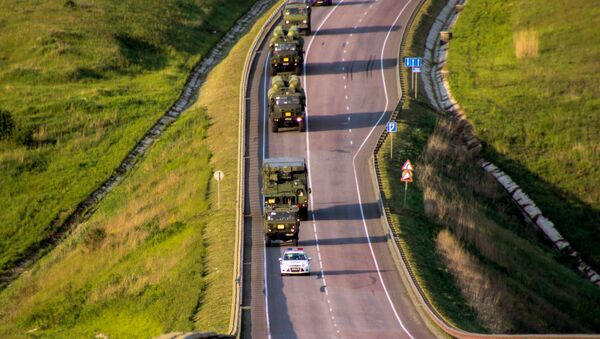 S-300 Favorite surface-to-air missile systems battalion during a march conducted as part of a bilateral drill involving air defense and aviation forces of the Western Military District - Sputnik France