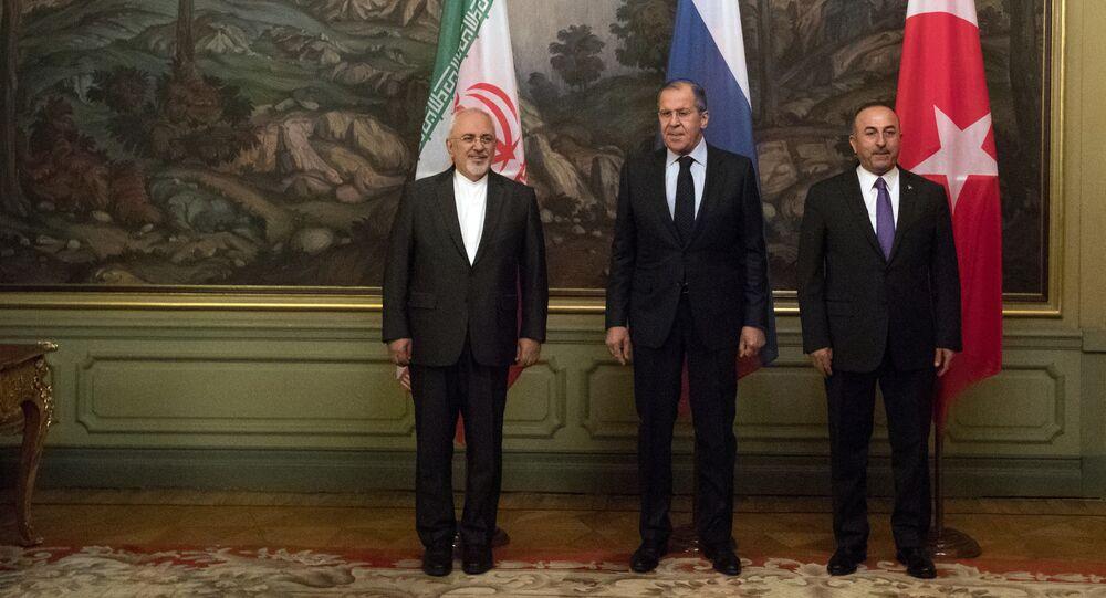 Sergueï Lavrov et ses homologues turc et iranien à Moscou