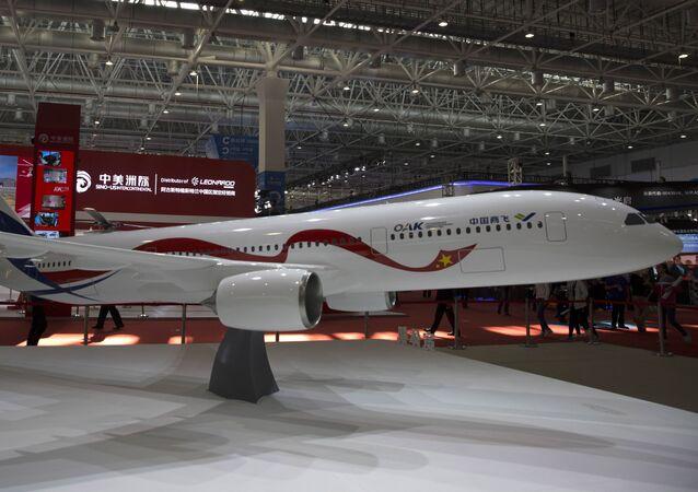 Une maquette d'avion russo-chinois