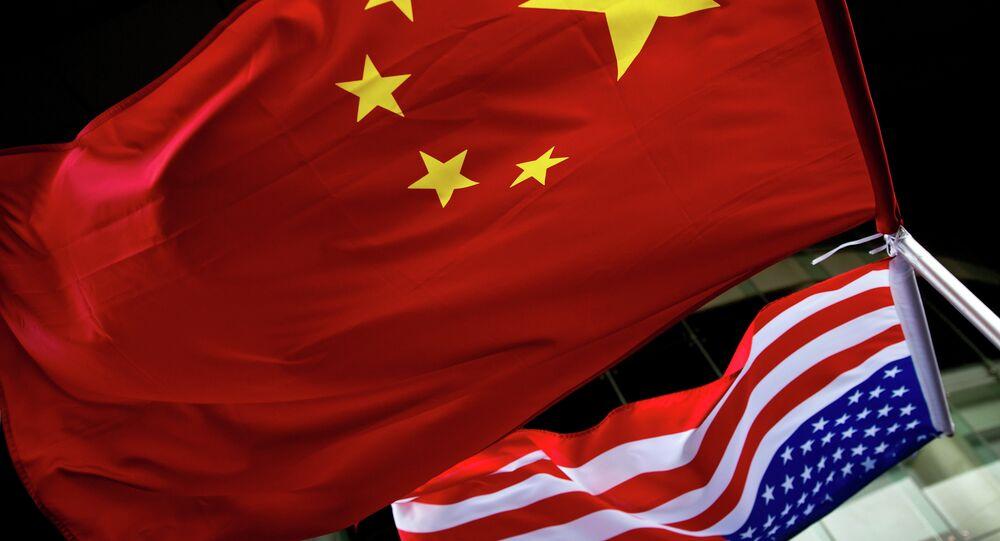 drapeaux de la Chine et des États-Unis