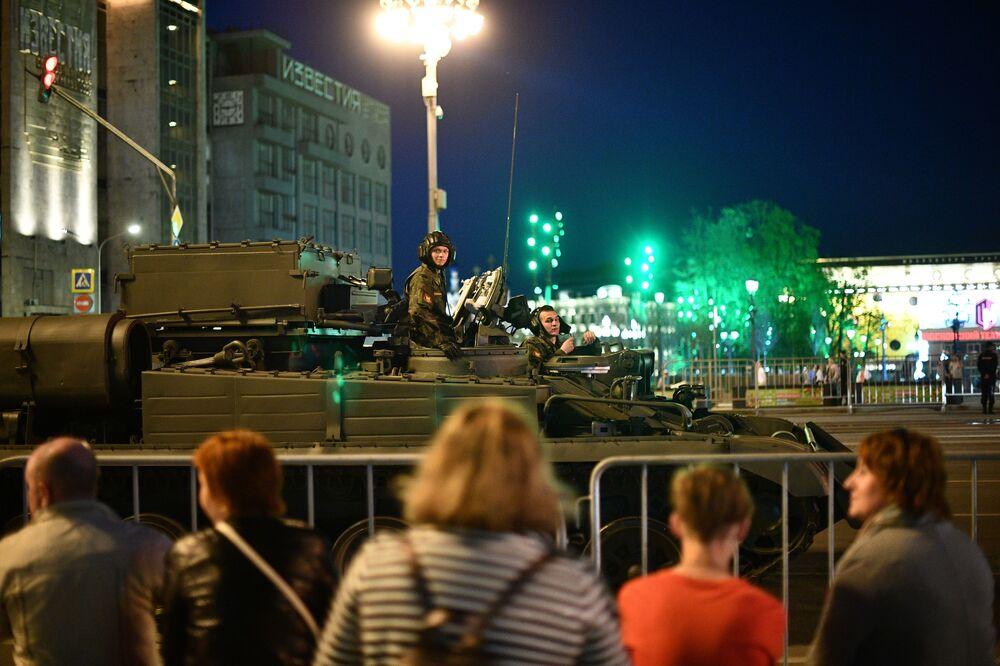 Répétition nocturne du défilé de la Victoire à Moscou