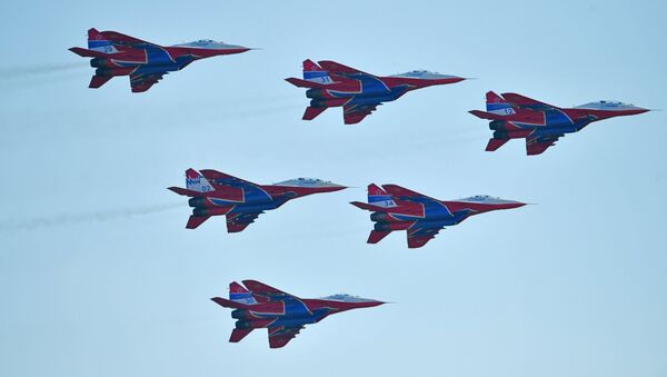 Les MiG-29 du groupe de voltige aérienne russe Striji - Sputnik France
