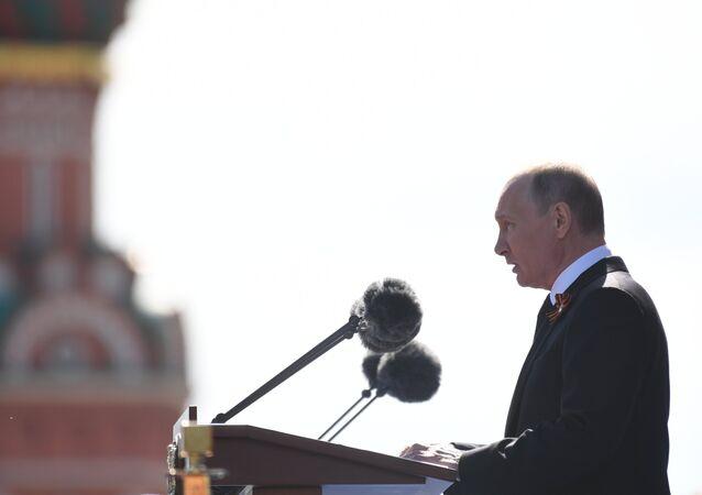Vladimir Poutine lors du défilé militaire