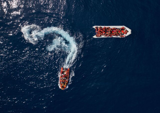 les migrants dans les eaux de la mer Méditerranée
