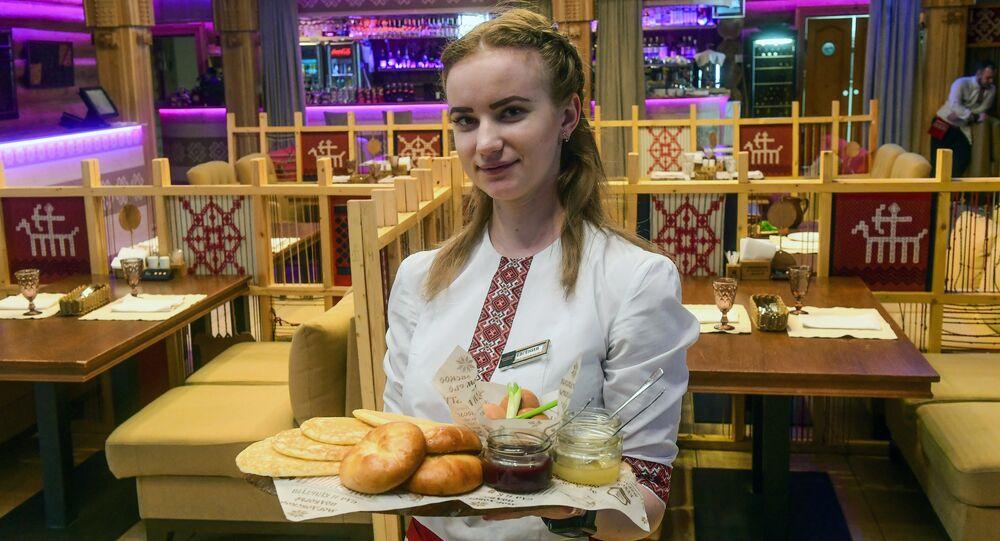 Serveuse du restaurant Mordovskoïe podvorie à Saransk