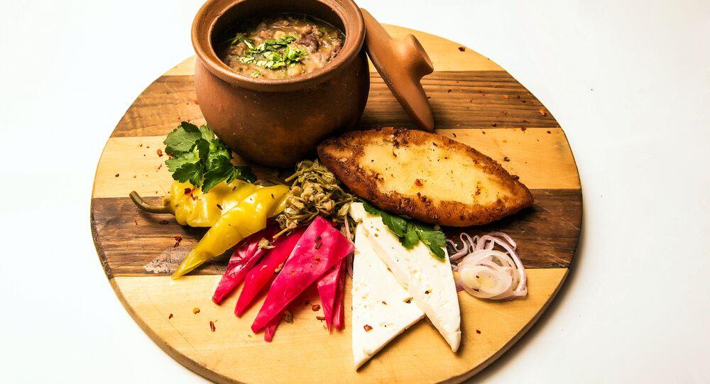 Lobio de luxe au restaurant Khmeli Suneli à Samara