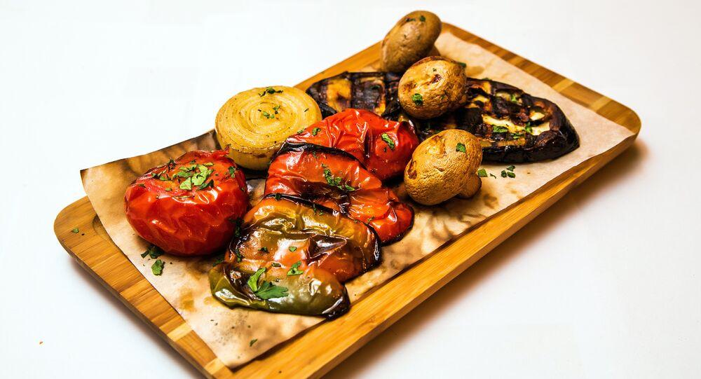 Légumes au barbecue au restaurant Khmeli Suneli à Samara