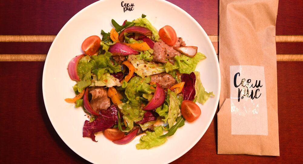 Salade au rosbif au restaurant RIS à Volgograd