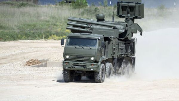 """Pantsir-S SA-22 Greyhound self-propelled surface-to-air missile system during equipment demonstration at the International Military-Technical Forum """"ARMY-2015"""" in Moscow region - Sputnik France"""