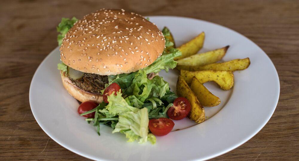 Burger à la croquette de haricots verts au Green Cafe à Rostov-sur-le-Don