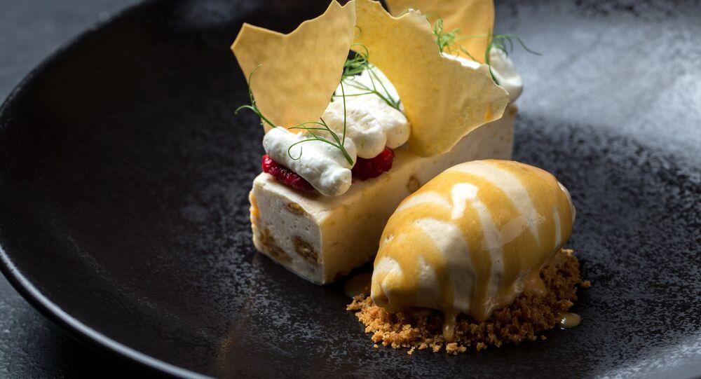 Parfait de riajenka fait maison et glace au caramel salé dans le restaurant Baran-Rapan
