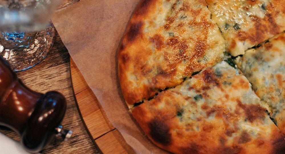 Khatchapouri à l'épinard au restaurant 5642 Vyssota à Sotchi