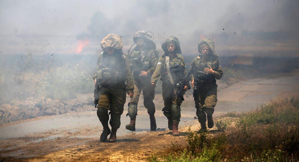 Les soldats israéliens, frontière entre Israël et Gaza