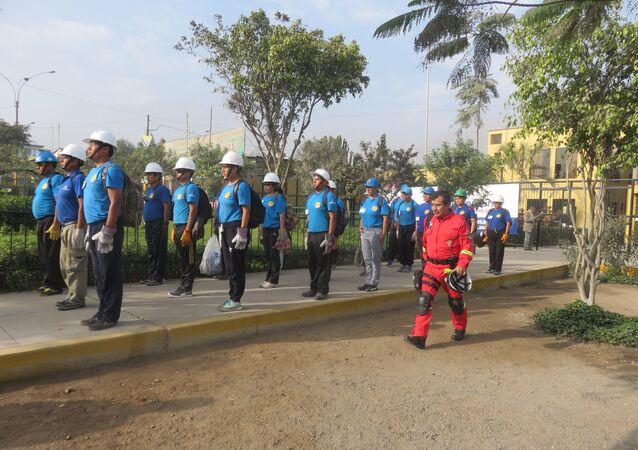 Pérou: une équipe de pompiers volontaires sera créée en reconnaissance à l'URSS