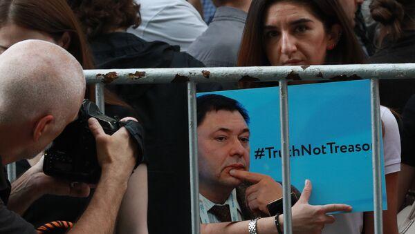 Manif de soutien au journaliste Vychinski près de l'ambassade d'Ukraine à Moscou - Sputnik France
