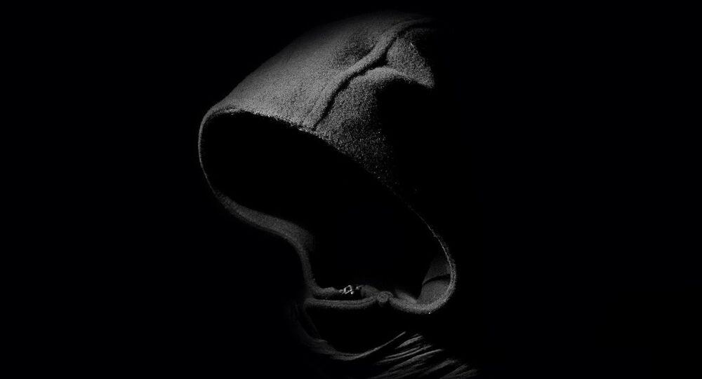 Un homme dans le noir