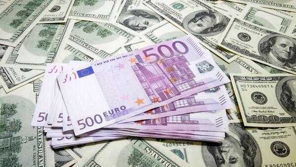 Euros et dollars - Sputnik France