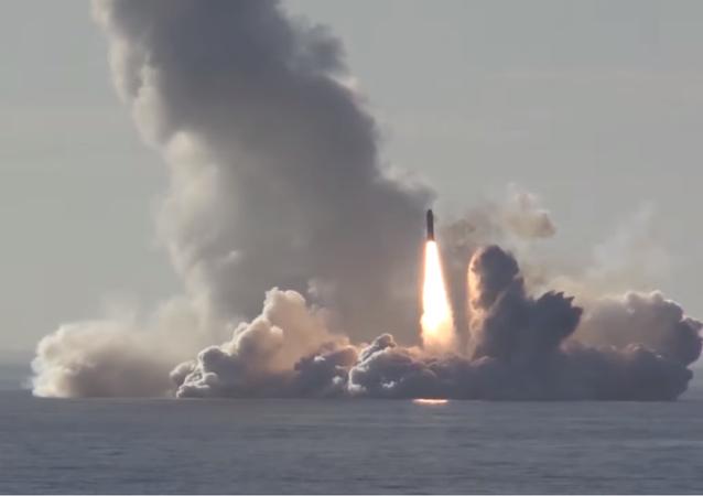 Tir réussi de 4 missiles Boulava
