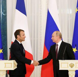 Poutine, Macron